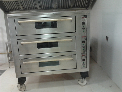 Baking oven three dack