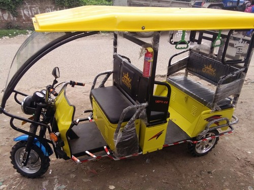 Green Loading Electric Rickshaw