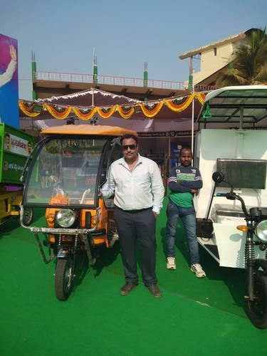 Battery Loading Rickshaw