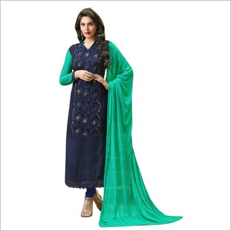 设计师直接切开了Salwar衣服