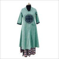 Fashionable Ladies Kurti With Palazzo