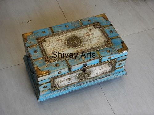 Wooden & Brass Distress Rustic Finish Trunk Box Organizer