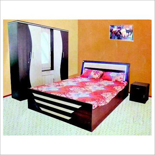 Bedroom bed set
