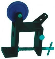 PULLEY WITH UNIVERSAL CLAMP