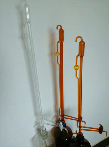 Burette Automatic Zero mounted on Reservoir with Rubber bellow