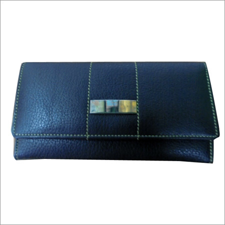 Ladies Bifold Leather Pouch