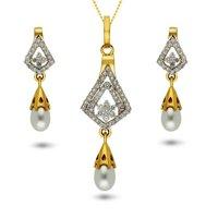 Diamond pendent set