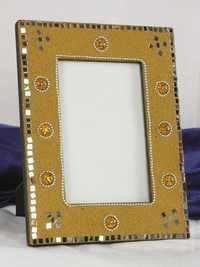 YELLOW MIROR PASTING PICTURE FRAME