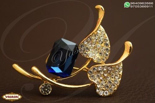 Fancy Woman Saree Pin