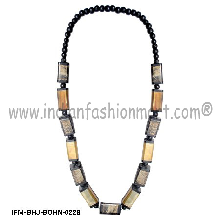 Umbra   of Tranquillity  - Horn Necklace