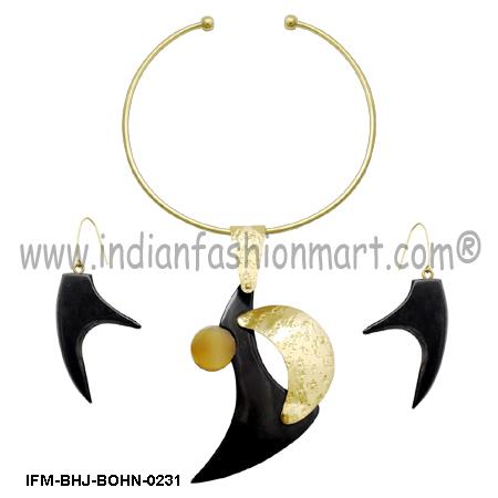 Vulpine Extravagance - Horn Pendant