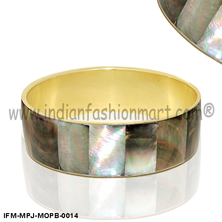 Divine Elegance - Mother of Pearl Bangle