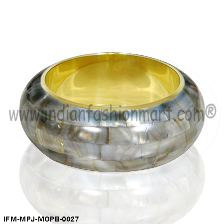 Amphitrite Swag - Mother of Pearl Bangle