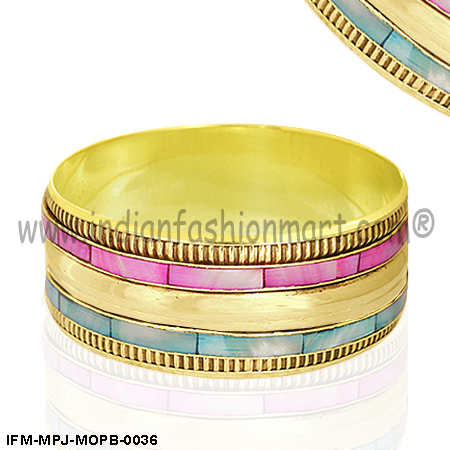 Lovely Dulcina -Mother of pearl Bangle