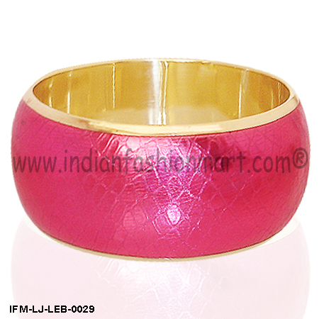 Hot feel -Leather Bangle