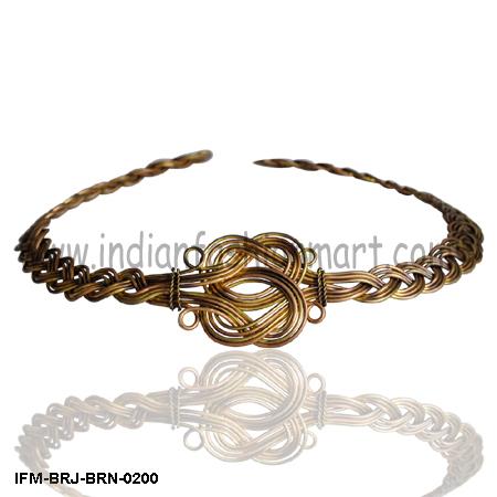 Eight  - Brass Wire Necklace