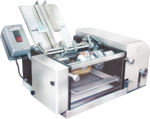 SEMI AUTOMATIC WET GLUE LABELLING MACHINE