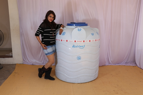 750 litre plastic water storage tank