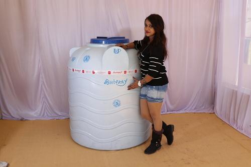 1000 litre plastic water storage tank