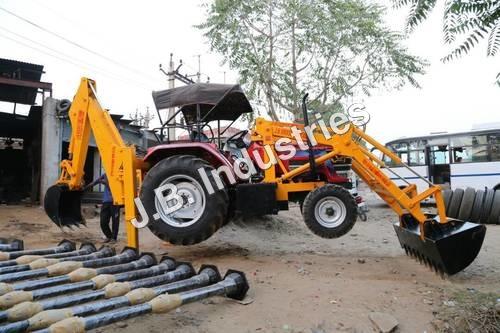 Tractor Mounted Bakhoe Loader
