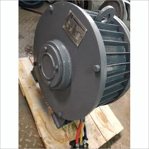 Wind turbine alternator
