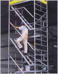DOUBLE WIDTH SCAFFOLD WITH INTERVAL LADDERS