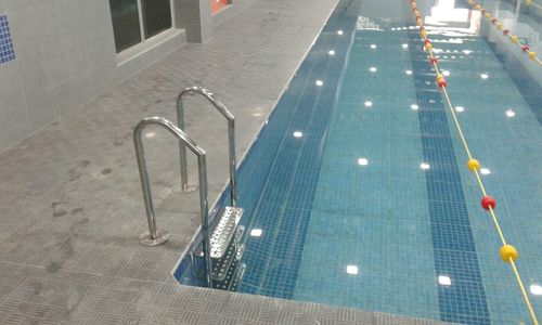 Swimming Pool Ladder Jumping Stand