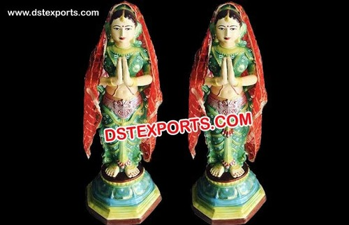 Small Fiber Welcome Lady Statue