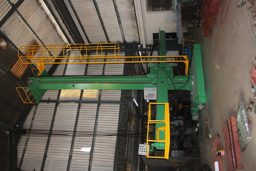 TROLLEY MOUNTED TYPE WELDING COLUMN & BOOM