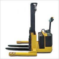 Straddle Electrical Stacker