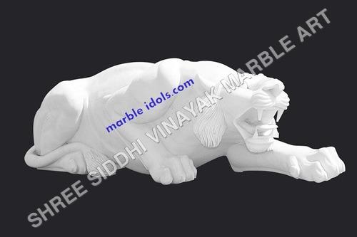 Lion staute