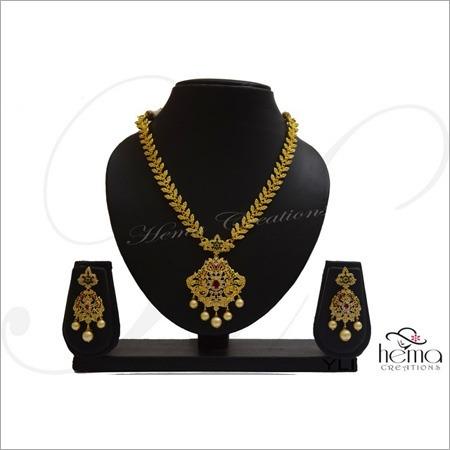 Ladies Trendy Necklace Set