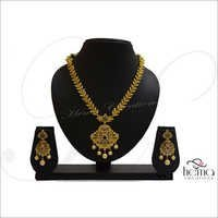Ladies Trendy Necklace Set