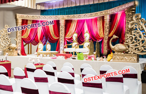 Unique Stage Set for Stylish Wedding