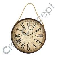 老神色金属垂悬的时钟