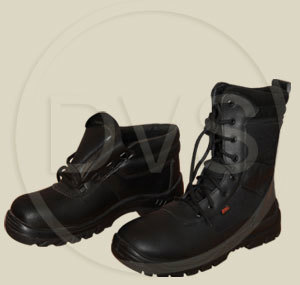 SAFETY BOOTS FOR WORKSHOPS