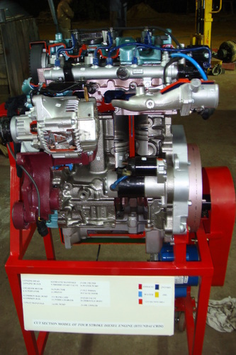 4 stroke 4 cylinder diesel engine ( motor driven actual cut-sectional )