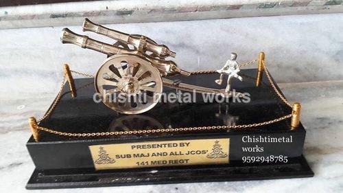 Army Gun Trophie