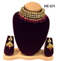 GOLD PLATED TRADITIOINAL INDIAN KUNDAN CHOKER SET.