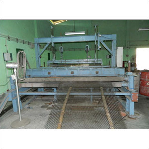 Crimed / Vibrating Screen Weaving Machine