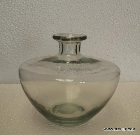 Elegant carafe (decanter)