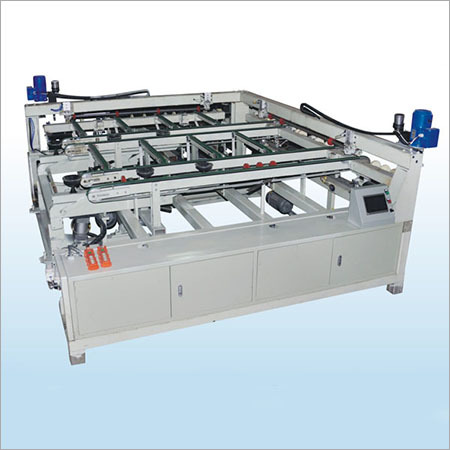 Slitting machine for the glass