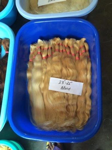 BLEACHED WAVY HAIR
