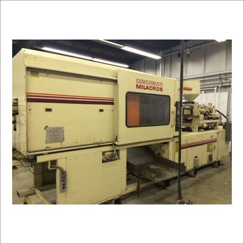 Cincinnati Milacron 300 Tons Plastic Injection Molding Machine