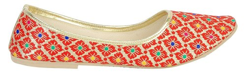 Embroidered jutti