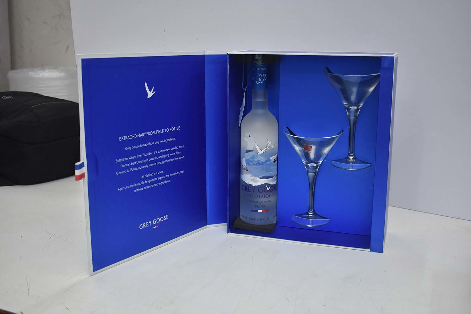 Gift Box with 2 glass and 1 bottle