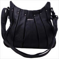 On Trend Ladies Leather Hand Beg