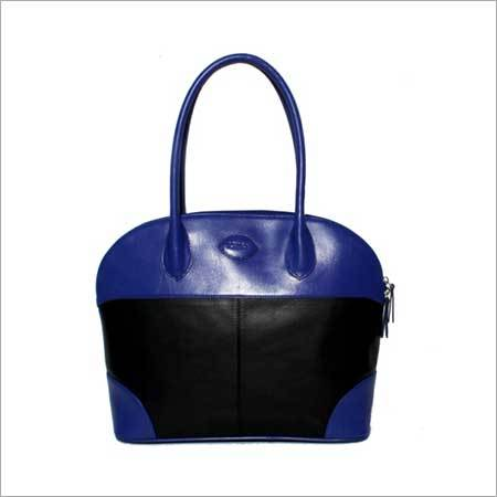 BOLD FASHION HAND BAG
