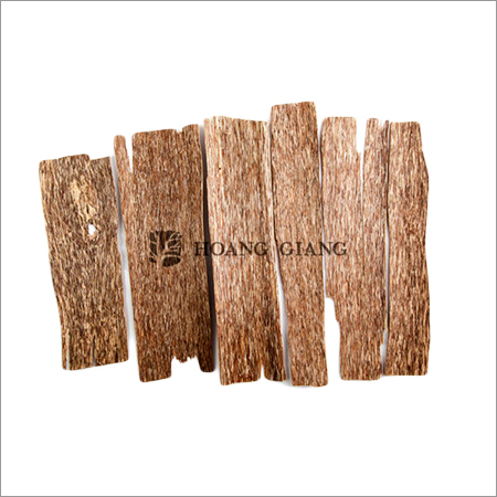 One Side Agarwood Chips Grade B