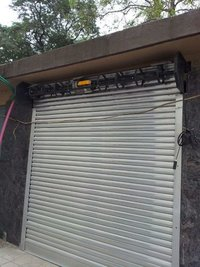 Center motorized Shutter